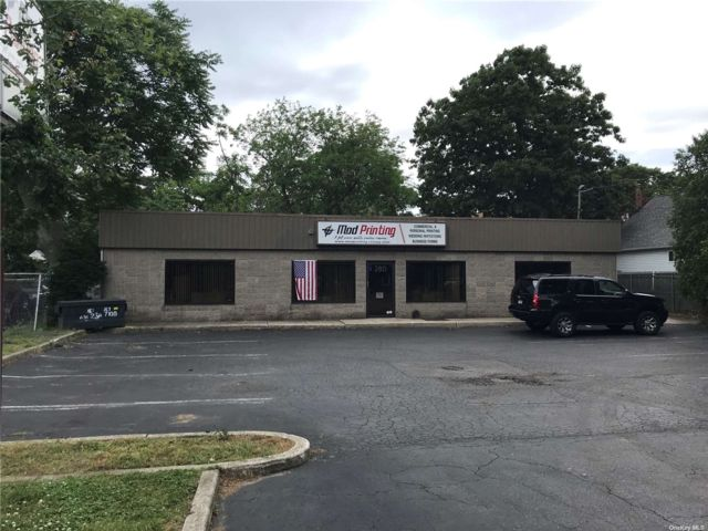 Studio,  0.00 BTH Commercial style home in Islip