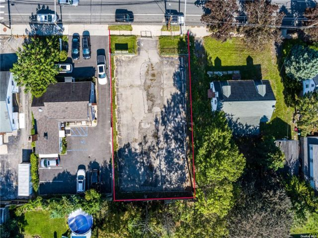 Lot <b>Size:</b> 60x101 Land style home in Glen Cove