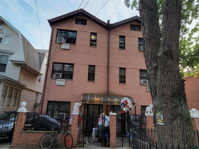 9 BR,  7.00 BTH Colonial style home in Ozone Park