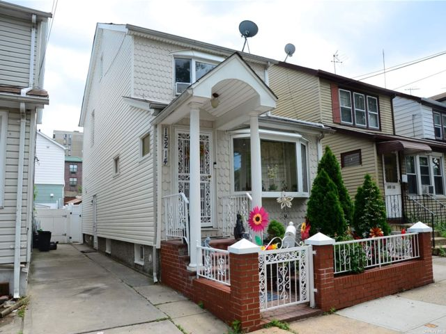 3 BR,  3.00 BTH Colonial style home in Kew Garden Hills