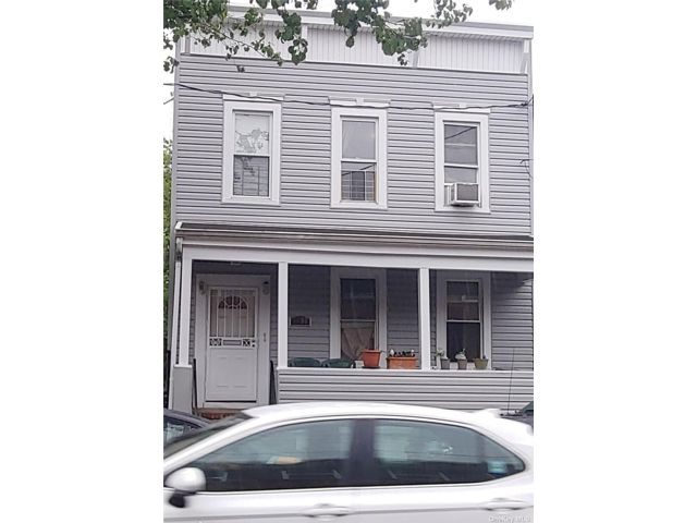 5 BR,  2.00 BTH 2 story style home in Woodside