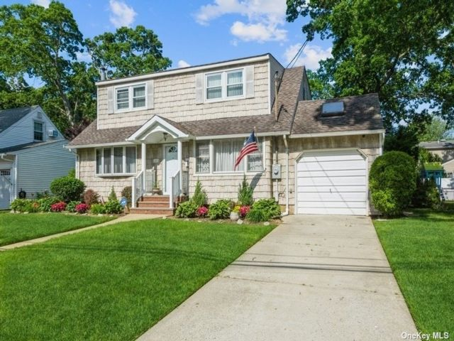 4 BR,  2.00 BTH Colonial style home in Massapequa Park