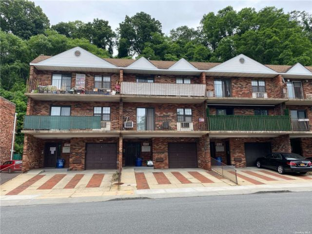1 BR,  1.00 BTH Townhouse style home in Douglaston