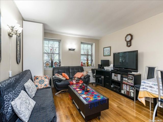 2 BR,  1.00 BTH Mid rise style home in Kew Garden Hills