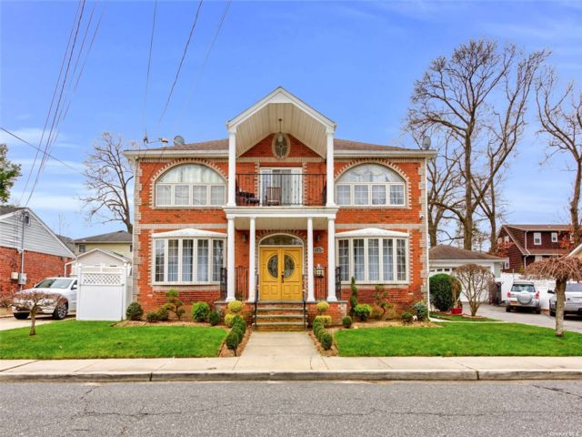 7 BR,  3.00 BTH Colonial style home in South Floral Park