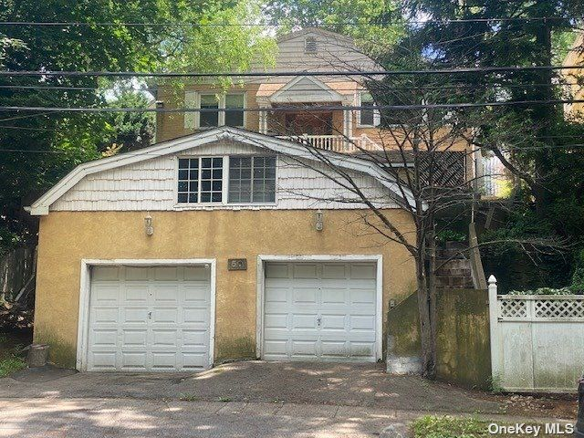 3 BR,  2.00 BTH Raised ranch style home in Yonkers