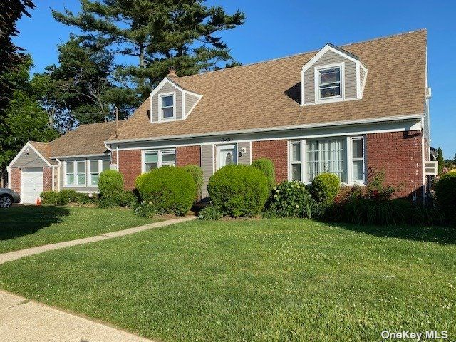 4 BR,  3.00 BTH Exp cape style home in Hempstead