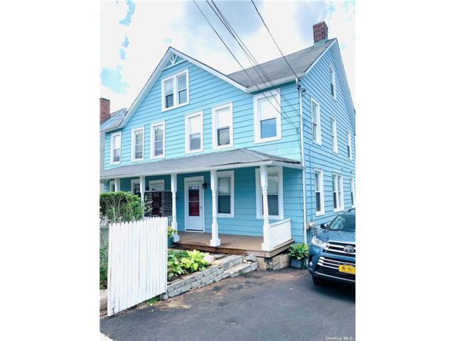 2 BR,  2.00 BTH Duplex style home in Oyster Bay