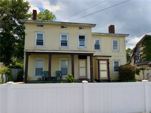 7 BR,  3.00 BTH Colonial style home in Hempstead