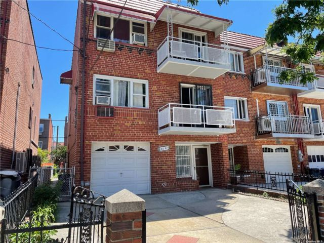 7 BR,  3.00 BTH Other style home in East Elmhurst