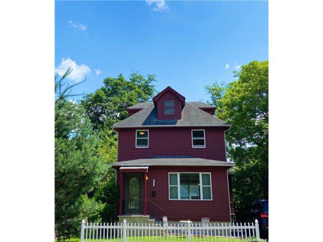 [Glen Cove Real Estate, listing number 3188575]