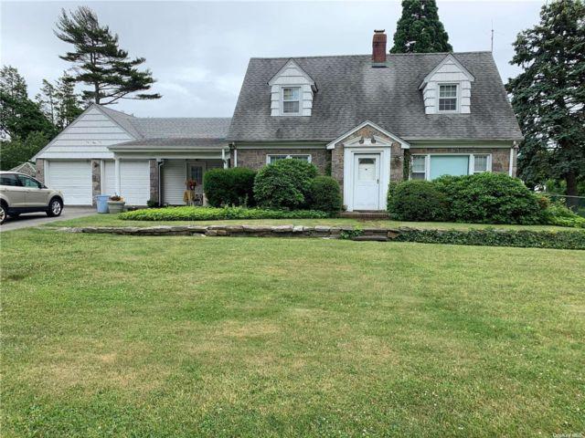 2 BR,  2.00 BTH Cape style home in Hicksville