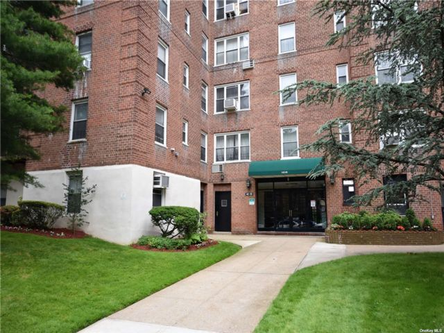 2 BR,  1.00 BTH Mid rise style home in Flushing