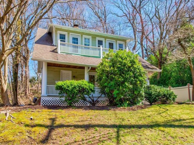 1 BR,  1.00 BTH Colonial style home in Huntington