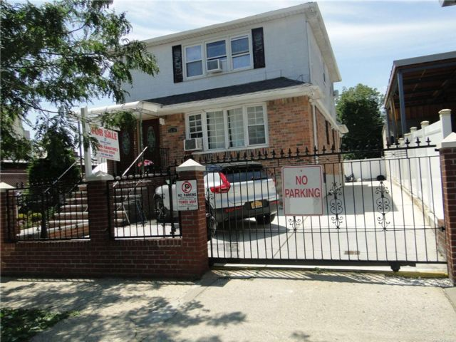 6 BR,  3.00 BTH 2 story style home in East Elmhurst
