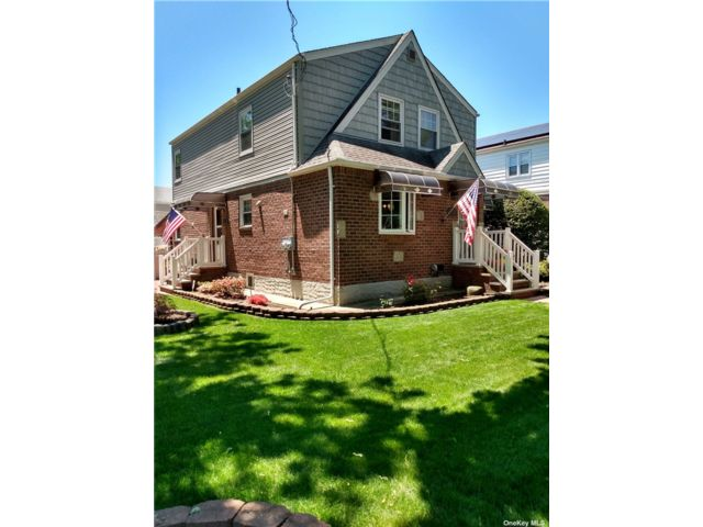 4 BR,  3.00 BTH Colonial style home in South Ozone Park