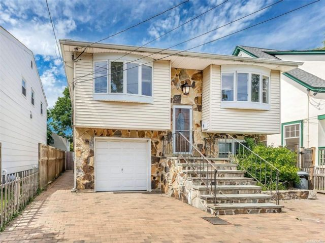 6 BR,  2.00 BTH Hi ranch style home in Bayville