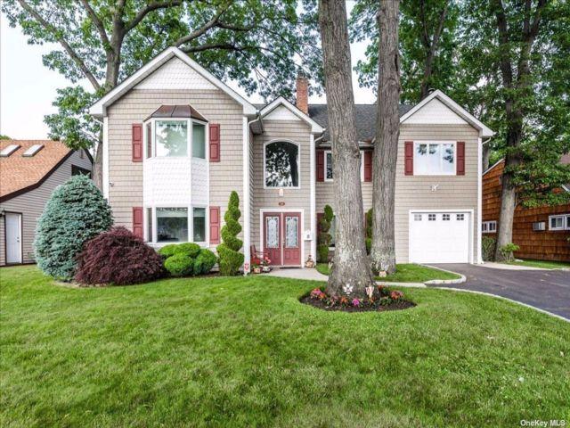 [Merrick Real Estate, listing number 3188690]