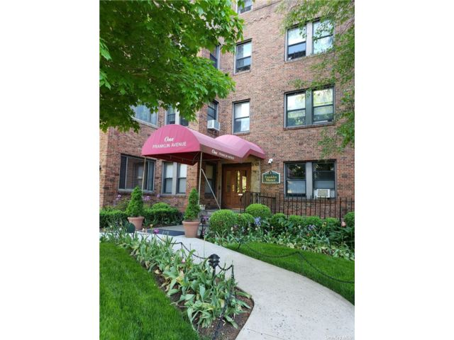 Studio,  1.00 BTH Mid rise style home in White Plains