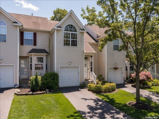 3 BR,  4.00 BTH Townhouse style home in Medford