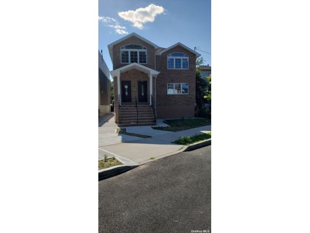 4 BR,  2.00 BTH Colonial style home in Springfield Gardens