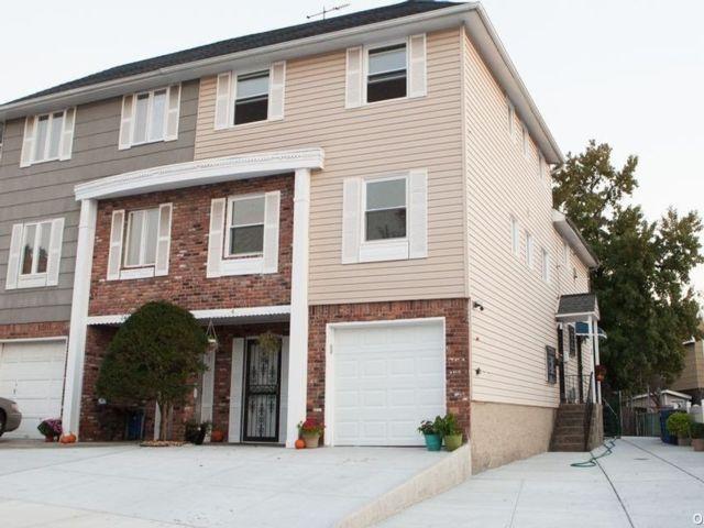 3 BR,  2.00 BTH Duplex style home in Douglaston