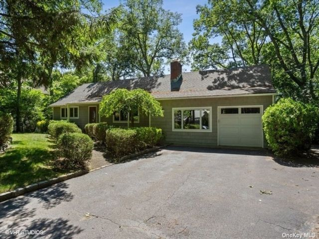 3 BR,  3.00 BTH Ranch style home in Centerport