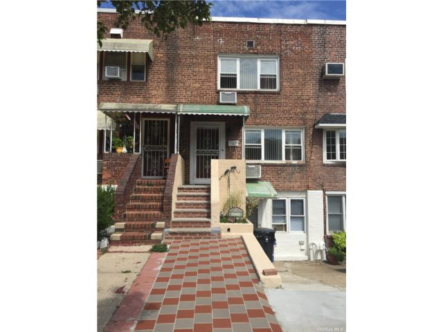 2 BR,  3.00 BTH Townhouse style home in Whitestone