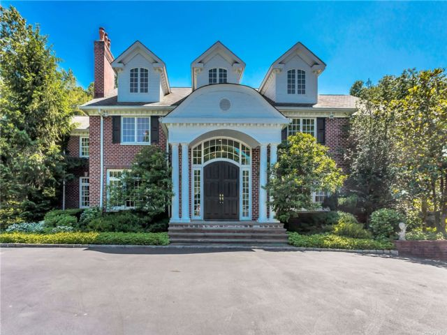 6 BR,  7.00 BTH Colonial style home in Brookville