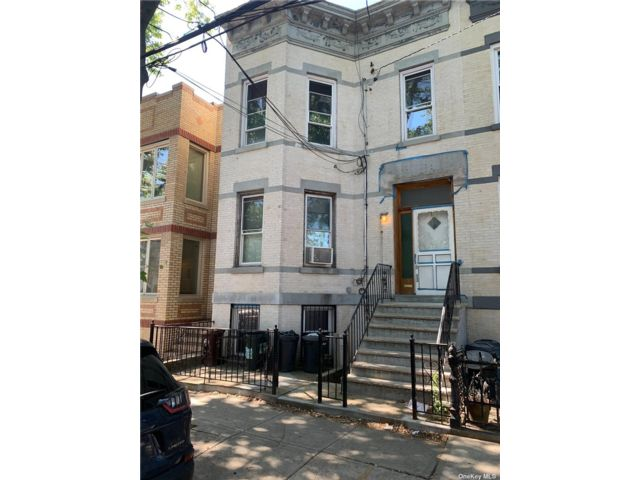 7 BR,  3.00 BTH Apartment style home in Ridgewood