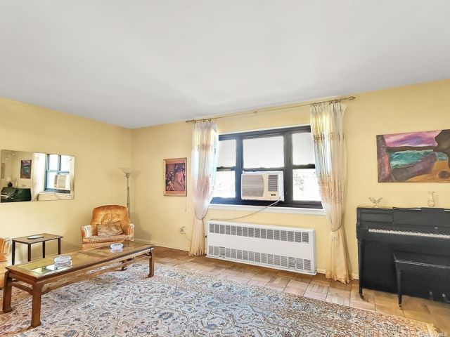 2 BR,  0.00 BTH Mid rise style home in Flushing