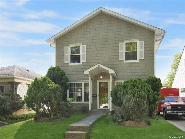 4 BR,  2.00 BTH Colonial style home in Little Neck