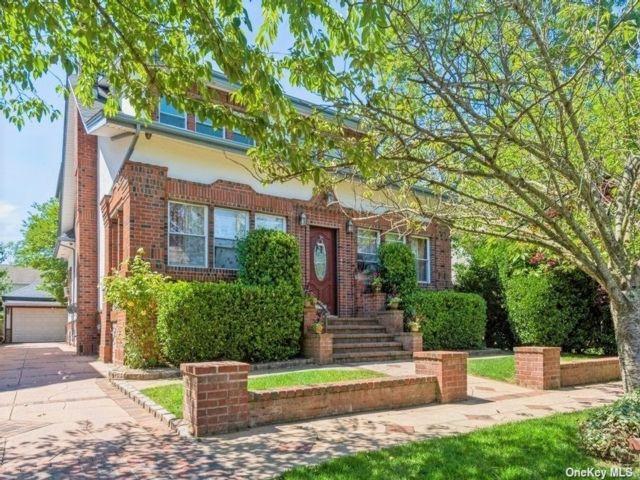 [Merrick Real Estate, listing number 3188986]
