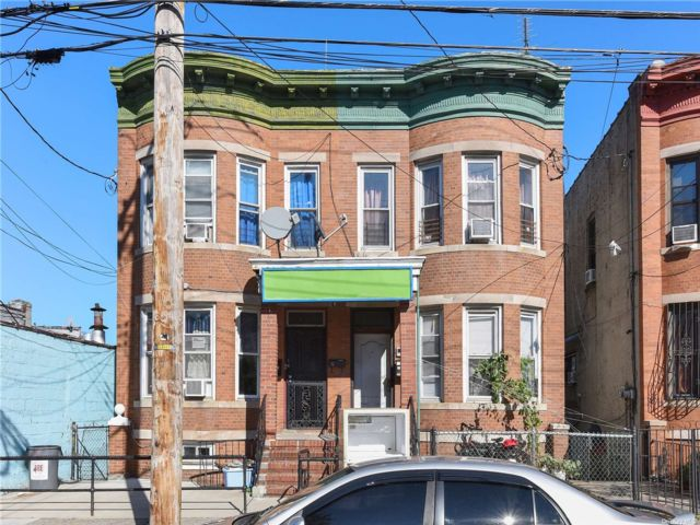 5 BR,  3.00 BTH Colonial style home in East New York