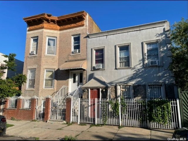 10 BR,  6.00 BTH Colonial style home in Bushwick