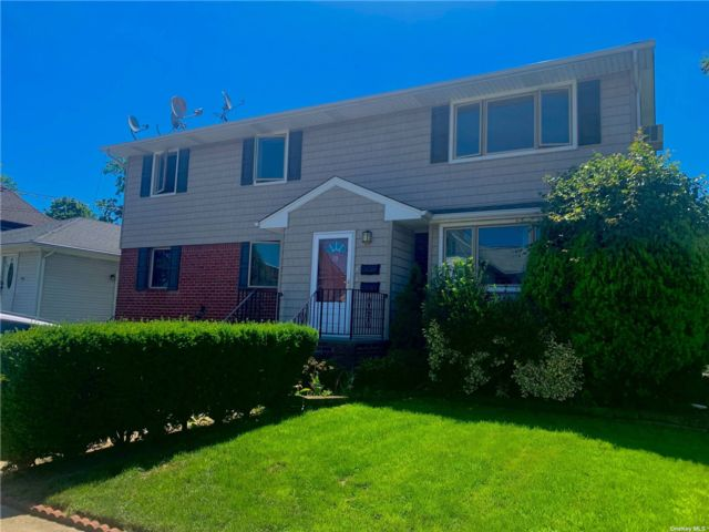 3 BR,  1.00 BTH 2 story style home in Lynbrook