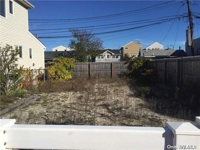 Lot <b>Size:</b> 30x60 Land style home in Long Beach