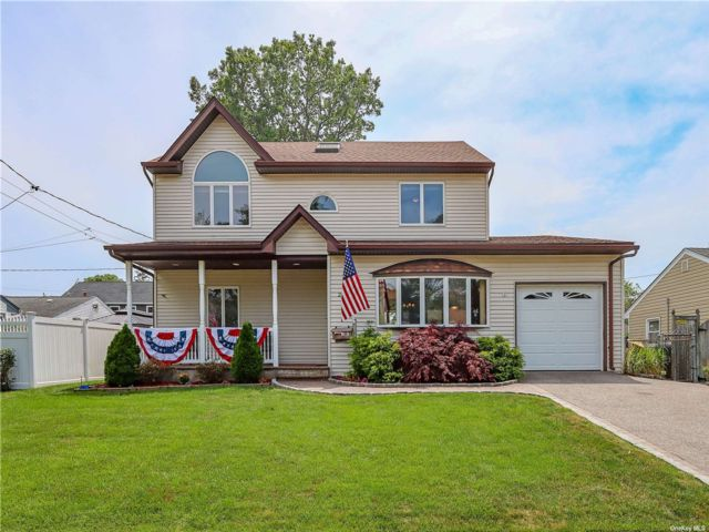 5 BR,  2.00 BTH Exp cape style home in Seaford
