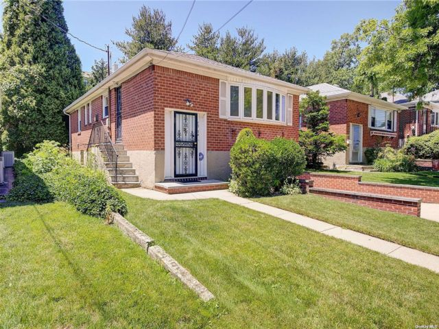 3 BR,  2.00 BTH Raised ranch style home in Little Neck