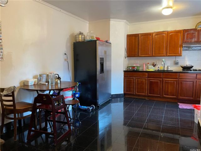 1 BR,  1.00 BTH Mid rise style home in Flushing