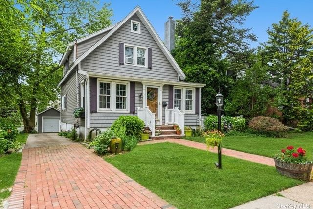 3 BR,  2.00 BTH Colonial style home in Garden City