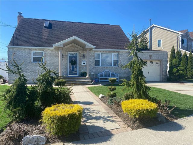 1 BR,  1.00 BTH Apt in house style home in Bethpage