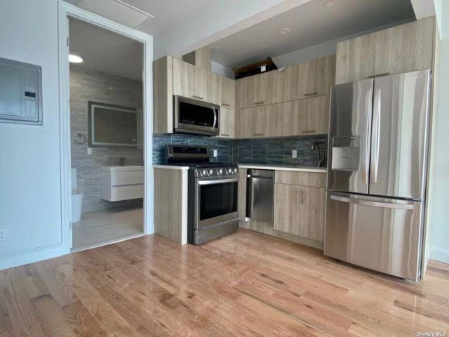 [Long Island City Real Estate, listing number 3189219]