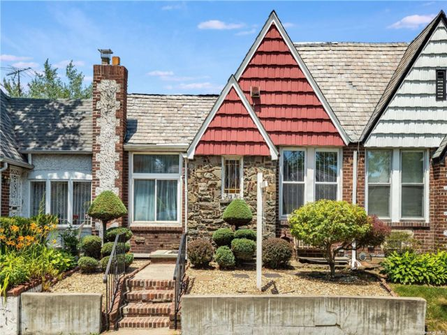 3 BR,  2.00 BTH Ranch style home in Queens Village