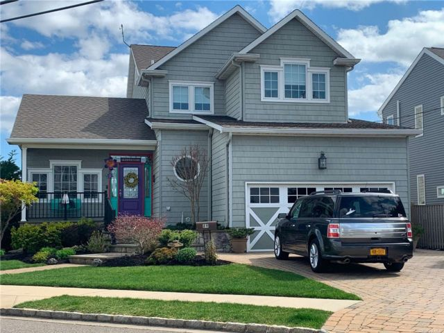 4 BR,  4.00 BTH Colonial style home in Massapequa