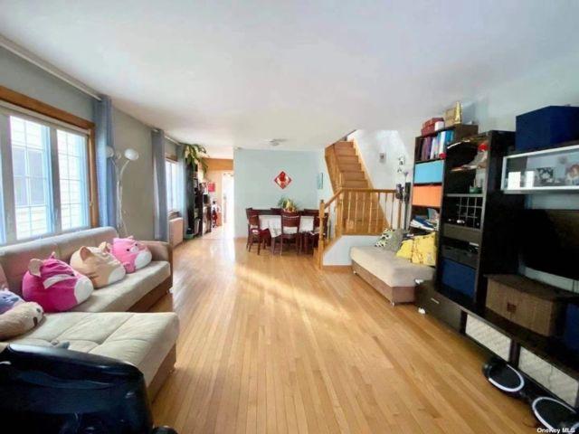 [Little Neck Real Estate, listing number 3189338]