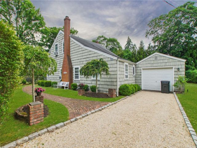 3 BR,  2.00 BTH Cape style home in Quogue