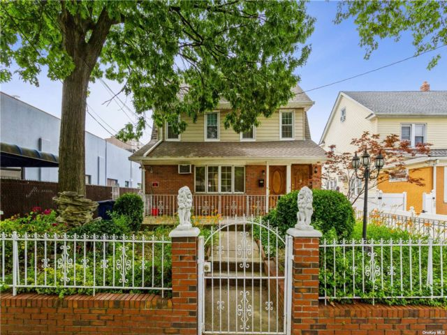 5 BR,  2.00 BTH Apt in house style home in Briarwood
