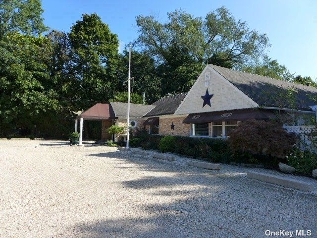 Studio,  0.00 BTH Commercial style home in Wading River