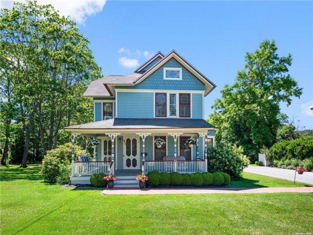 3 BR,  2.00 BTH Victorian style home in Bayport